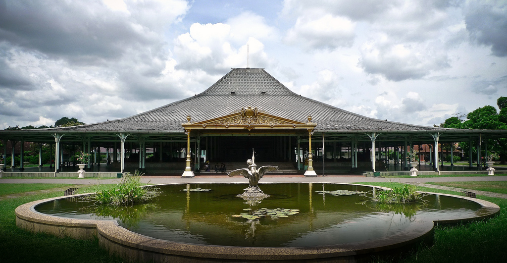 Mangkunegaran Palace in Solo, Indonesia. As the seat of two rival kingdoms in the 18th and 19th centuries, Solo is a hub of Javanese culture and built heritage. Jokowi used this heritage to spur economic development and establish Solo as an international tourist destination. Source: Radiansyah, Flickr.