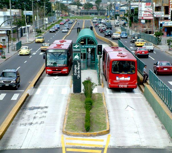 A center platform station in Quito, Ecuador Photo Source: The BRT Standard
