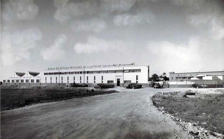 مبنى الأنجلو-إجيبشيان موتورز في امبابة للمعماري محمود رياض ، 1937 .