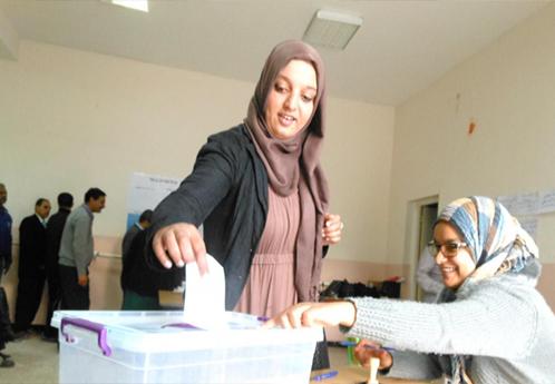 """-مواطنون يدلون بأصواتهم فى اقتراع سرى فى منتدى المندوبين تصوير: """"الحركة الجمعياتية""""، """"نتائج إحصائية 2014"""""""