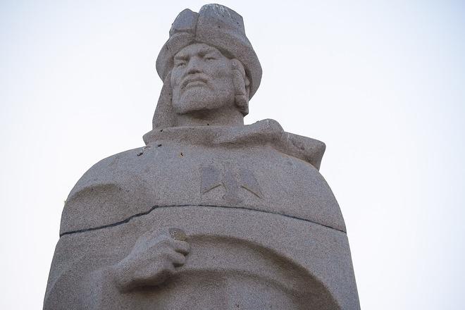 تمثال تذكاري لبيبرس في كازاخستان، مسقط رأس السلطان المصدر