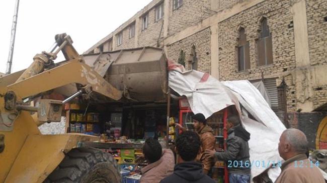الصورة 12: تدمير متجر غير قانوني وغير رسمي. المصدر: صفحة رئيس حي المطرية على فيسبوك، 2016.