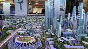 """الصورة (3): مجسم لمشروع العاصمة الجديدة في مصر الذي تبلغ تكلفته عدة مليارات من الدولارات كما عُرض عند الإعلان عن المشروع في شرم الشيخ سنة 2015 (المصدر: مونكس، كيرون 2016 """"Egypt is Getting a New Capital Courtesy of China."""" Cnn.com"""")"""