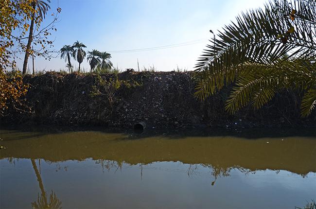 يتم التخلص من المياه العادمة في المجمعات المائية المحلية أو في الحقول المجاورة