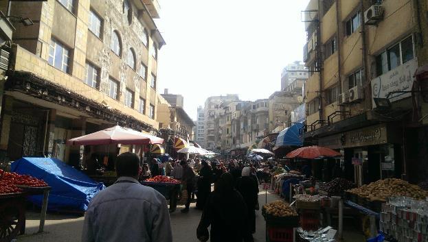 الشكل 7: نماذج من أسواق الشارع الشعبية في المنطقة (المصدر: الكاتبة)