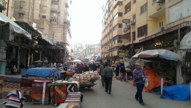 الشكل 7-أ: نماذج من أسواق الشارع الشعبية في المنطقة (المصدر: الكاتبة)
