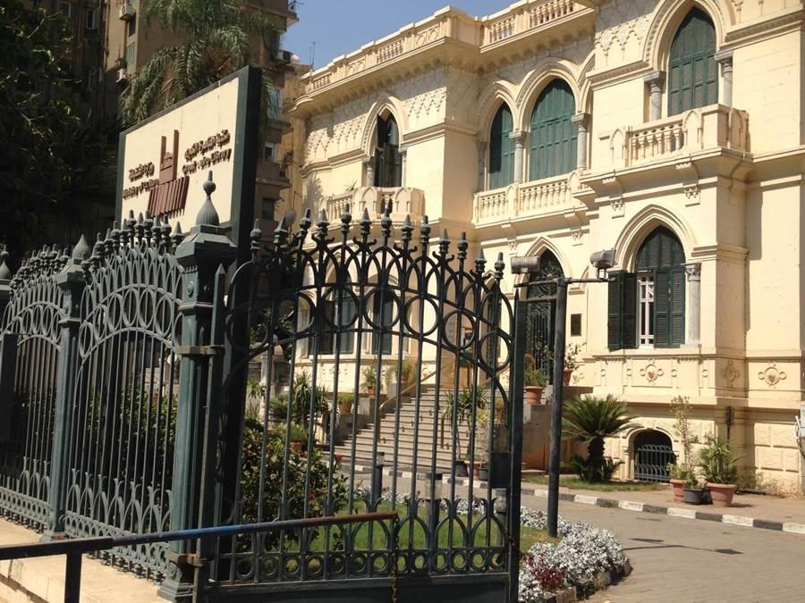 مكتبة القاهرة الكبرى، وتقع في الزمالك، كانت أصلاً فيلا سكنية. المصدر: مكتبة القاهرة الكبرى